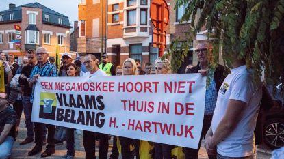 Ruim honderd betogers tegen moskee in Heilig Hartwijk