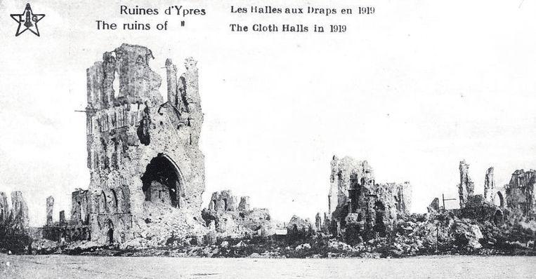 Deze foto toont de hallen net na de oorlog. De verwoesting is totaal.