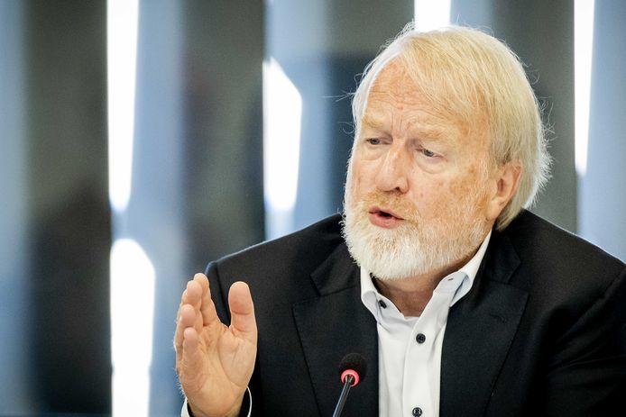 Jaap van Dissel, directeur van het Centrum Infectieziektebestrijding van het RIVM, tijdens een technische briefing in de Tweede Kamer