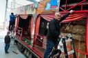 """,,We steken 25.000 euro in een van onze attracties'', zegt kermisexploitant Peter Verwijk uit Bergen op Zoom. ,,Maar of we ermee op pad kunnen?"""""""