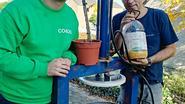 Luc Haekens perst 2 liter olie van 5 kilo olijven