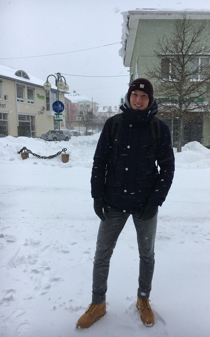 Rick Ketting in de besneeuwde straten van Mariehamn.