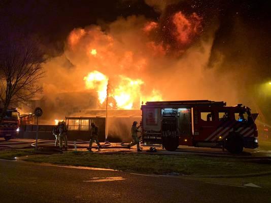 Uitslaande brand bij zwembad De Boetzelaer in Monster.