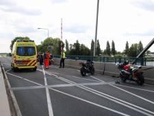Motorrijder ernstig gewond op Nijkerkerbrug