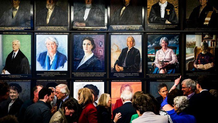 De onthulling van portretten van vrouwelijke hoogleraren in de Senaatskamer van der Universiteit van Leiden. Beeld ANP