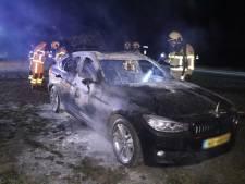 BMW vat vlam in Beekbergen