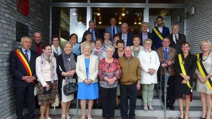 75-jarigen vieren verjaardag in gemeentehuis