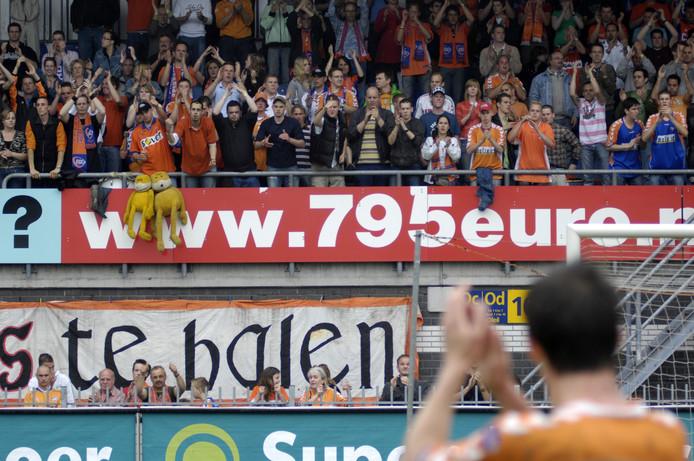In het Roosendaalse voetbalstadion zijn bijna 5000 stoelen, die nu grotendeels onbezet blijven. Hier het stadion in betere tijden tijdens RBC  - Excelsior (voetbalseizoen 2006-2007)