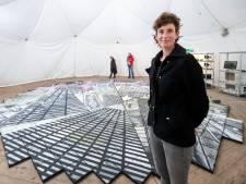 Lenneke van der Goot maakt kunstwerk van algen op Wageningen Campus