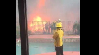 Amerikaan filmt bosbrand op meters van zijn huis