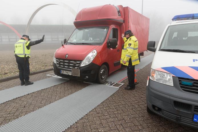 Grote transportcontrole bij grensovergang Hazeldonk