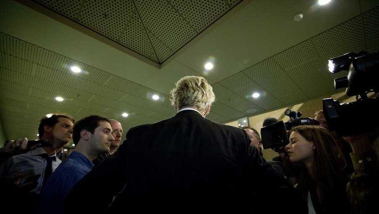 PVV-leider Geert Wilders staat de pers te woord na het vertrek van Kamerlid Roland van Vliet uit zijn partij. Beeld anp