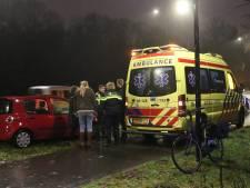 Fietsster geschept door auto in Apeldoorn: vrouw gewond