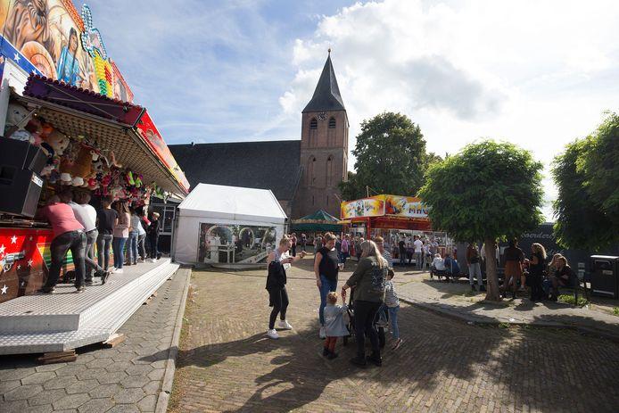 De kermis in Steenderen op het dorpsplein is één van de hoogtepunten van het jaar.