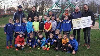 Jeugd FC Lembeke steunt Kinderkankerfonds