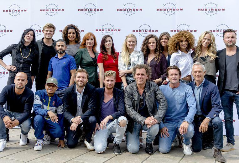 Groepsfoto van alle deelnemers aan de zestiende editie van het RTL5 survivalprogramma Expeditie Robinson. Beeld anp