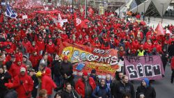 """ABVV-betoging met duizenden deelnemers trekt zich op gang: """"Solidariteit moet hersteld worden"""""""
