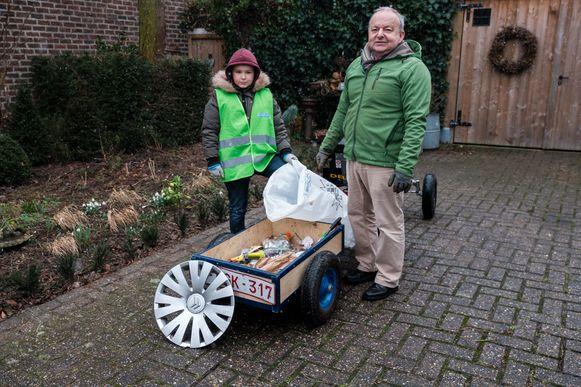 Senne  Wijnen heeft de Milieuverdienste 2018 gewonnen omdat hij al sinds zijn vierde samen met zijn vader Valentin zwerfafval opruimt in de buurt met zijn gocart.