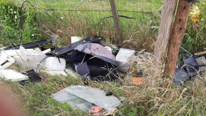 Groot sluikstort langs onverharde weg in Handzame: politie start onderzoek