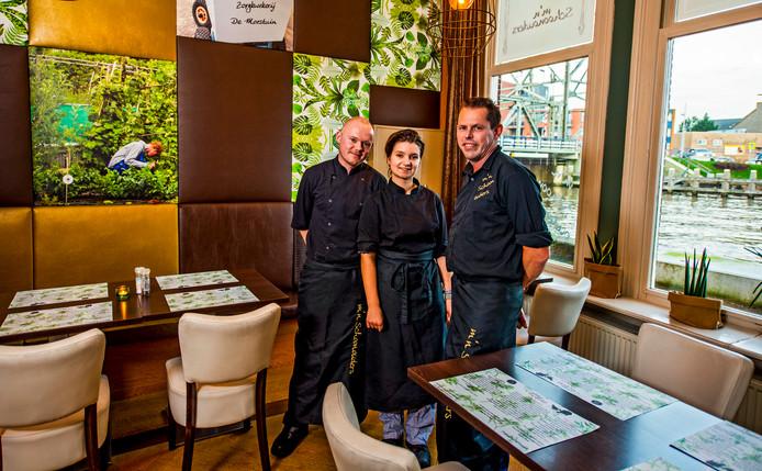 Brasserie M'n Schoonouders - v.l.n.lr; Christian Vermeer ( Chef ), Rhodé van Breevoort ( bediening ) en Alex Lourier ( eigenaar ).