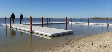 Wat ligt daar nou bij het Strandeiland in Harderwijk?