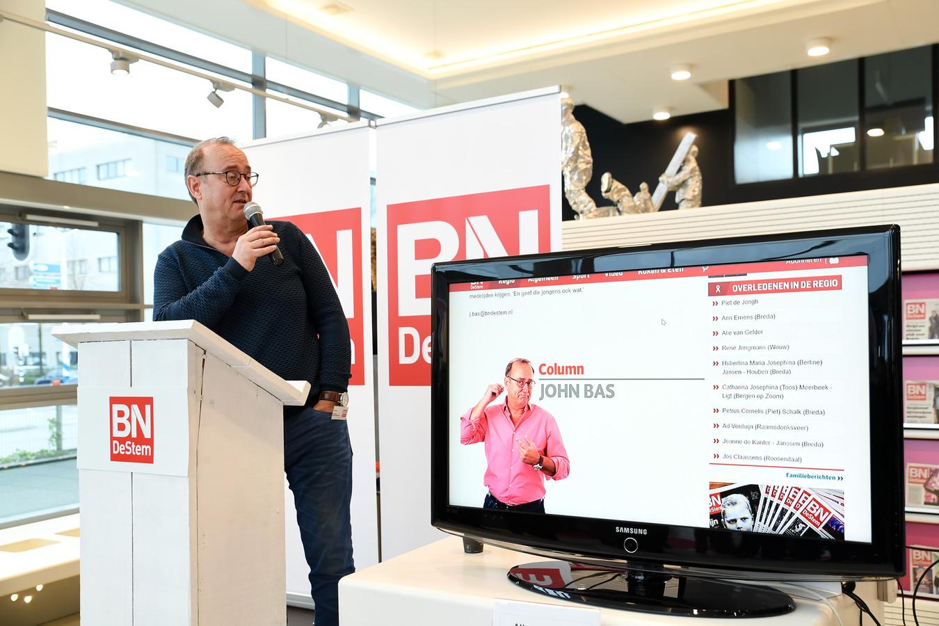 Tijdens de open dag van BN DeStem in het nieuwe kantoor in Roosendaal vertelde John Bas over hoe zijn columns tot stand komen.