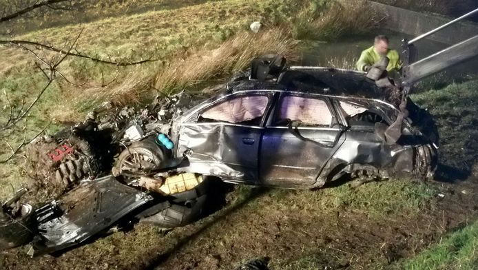 De auto waar de drie Utrechters in zaten raakte vermoedelijk door een te hoge snelheid van de weg op de A57 bij het Duitse Krefeld.