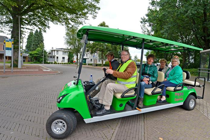Golfkarretjes worden hier en daar ingezet voor toeristische doeleinden, zoals op deze foto, en bijvoorbeeld ook door ziekenhuizen. Het is de bedoeling dat een soortgelijk karretje in een stuk van Apeldoorn-Zuid gaat rijden.