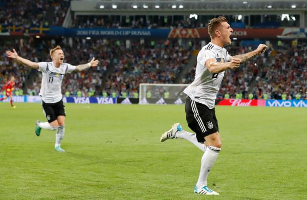 **Kroos redt Duitsland in slotseconden: 2-1 tegen Zweden**