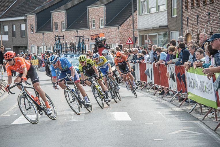 De passage van de renners door Ardooie.