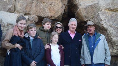 IN BEELD. Het gezin van koning Filip beklimt de piramides van Gizeh