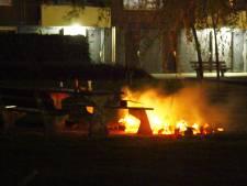 Vandalen steken picknicktafel in brand in Amersfoort