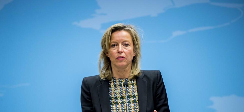 Ollongren wil onkreukbare bestuurders: Gedragsverklaring verplicht voor wethouders