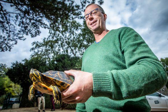 Schildpadden vangen in de Molenvijver in Genk.