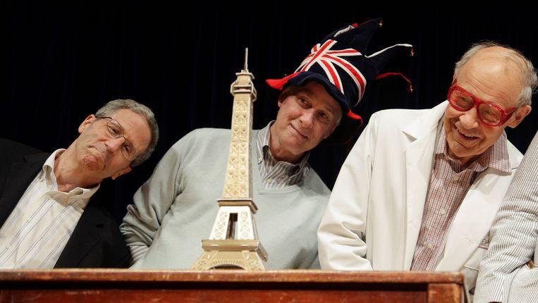 Echte Nobelprijswinnaars donderdag op Harvard University tijdens de uitreiking van de Ig Nobelprijzen. Beeld AP