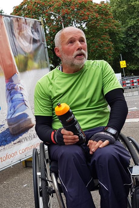 Bennie (60) uit Overdinkel is de eerste finisher op de Nijmeegse Vierdaagse