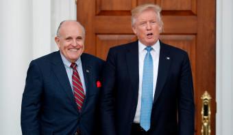 Voormalig burgemeester New York Giuliani versterkt juridisch team Trump