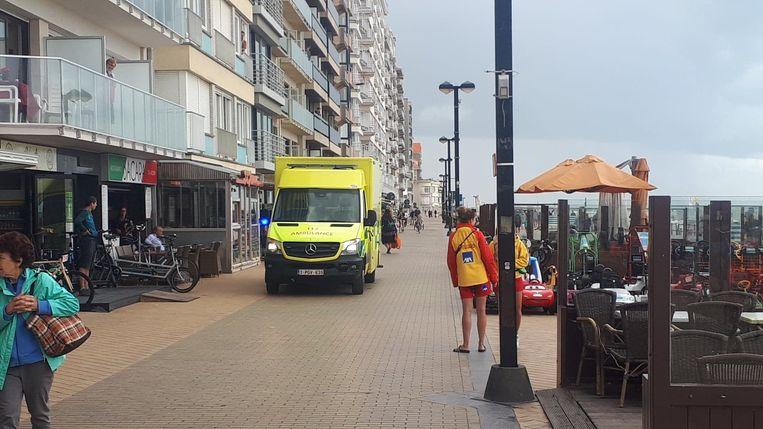 Het slachtoffer werd met de ziekenwagen weggevoerd richting het ziekenhuis.