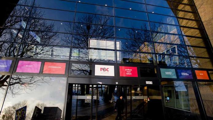 estiging MBO College Zuid van het ROC Amsterdam. Bij de onderwijsinstelling zijn gestolen examens te koop aangeboden via sms en whatsapp.