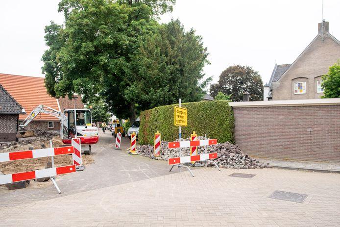Aan de smalle Werfstraat komt het hervormd dienstencentrum, op de hoek met de Dorpsstraat.