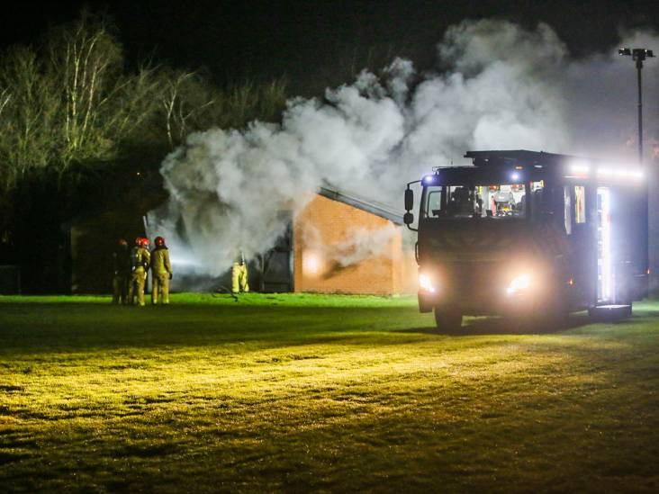 Uitslaande brand bij caravanstalling in Someren
