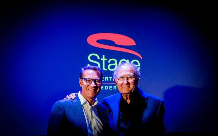 Joop van den Ende (R) en Albert Verlinde na de persconferentie waarin ze aankondigen dat hun theaterondernemingen gaan fuseren. Beeld anp