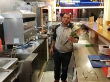 Bredase shoarmaboer sluit vrede met jongens die hem natspoten: 'Wij zijn niet de aanstichters van watergevecht'