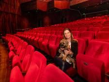 Theaterhotel Almelo worstelt zich door de crisis: 'Zelfs de koks zijn aan het schilderen'