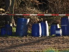 Vaten met drugsafval gedumpt in buitengebied van Hellendoorn