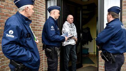Politie valt met de deur in huis in de Destelwijk