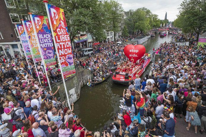 De botenparade tijdens de Gay Pride in Amsterdam.