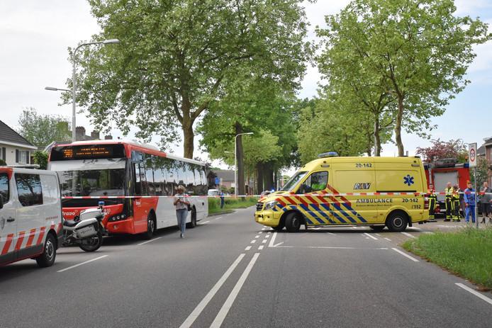 De lijnbus werd aan de kant gezet toen een groepje mannen amok maakte.