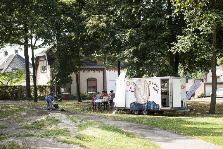 De tot mobiel atelier omgebouwde loempiakar in Heerlen. Beeld Linda Stulic