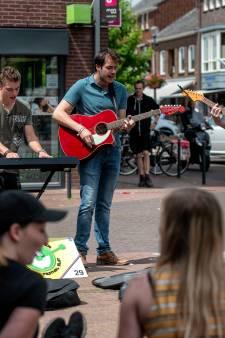 De straat is fijn op het NK Straatmuzikanten Elst